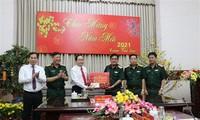 Líderes del Partido y Estado felicitan dirigentes locales en ocasión del Tet