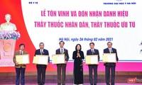 Vietnam homenajea a médicos sobresalientes
