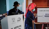 Peruanos acuden a las urnas para definir al nuevo jefe de Estado