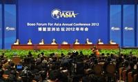 รองนายกรัฐมนตรีเวียดนาม HoangTrungHai เข้าร่วมการประชุมฟอรั่มเอเชียโป๋อ้าว 2012
