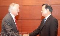 ท่าน VũVănNinh รองนายกรัฐมนตรีให้การต้อนรับประธานกลุ่มบริษัท KPMG