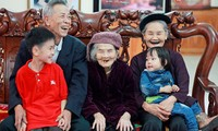 ดูแลและส่งเสริมบทบาทของผู้สูงอายุคือแนวทางที่เสมอต้นเสมอปลายของพรรคและรัฐเวียดนาม