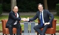 นายกรัฐมนตรีเนเธอร์แลนด์เริ่มการเยือนเวียดนามอย่างเป็นทางการ