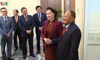ประธานสภาแห่งชาติ เหงียนถิกิมเงิน พบปะกับผู้นำรัฐสภาของประเทศต่างๆนอกรอบการประชุมไอป้าครั้งที่ 40