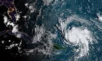 พายุ เฮอริเคน โดเรียน เคลื่อนตัวอย่างซับซ้อนในสหรัฐ
