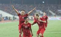 ทีมฟุตบอลทีมชาติเวียดนามจะพบทีมฟุตบอลทีมชาติไทยที่สนามกีฬา หมีดิ่งห์ในเวลา 20.00 น. วันที่ 19 พฤศจิกายน