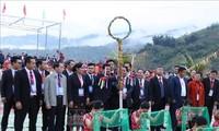 งานเทศกาลโยนลูกช่วง 3 ประเทศเวียดนาม-ลาว-จีน: เต็มไปด้วยสีสันแห่งมิตรภาพ