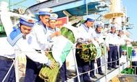 กิจกรรมเดินทางไปเยี่ยมเยือนและอวยพรทหารและประชาชนบนหมู่เกาะเจื่องซาในโอกาสตรุษเต๊ต