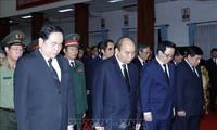 นายกรัฐมนตรี เหงวียนซวนฟุกและคณะผู้แทนระดับสูงของพรรคและรัฐเวียดนามเข้าร่วมพิธีไว้อาลัยอดีตนายกรัฐมนตรีลาว