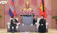 ประธานสภาแห่งชาติ เหงียนถิกิมเงิน ให้การต้อนรับประธานรัฐสภากัมพูชา