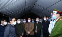รองนายกรัฐมนตรี หวูดึ๊กดาม ตรวจตรางานด้านการป้องกันและควบคุมการแพร่ระบาดของโรคโควิด-19 ในจังหวัดหายเยืองและจังหวัดกว๋างนิงห์