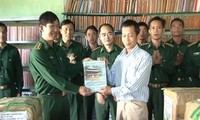 Kon Tum Library presents books to boder guards