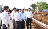 Deputy Prime Minister inspects Ho Chi Minh Highway project
