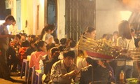 Foreigners experience Hanoi's life and culture