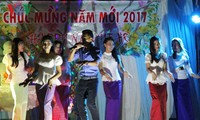 Vietnamese students in Cambodia welcome Lunar New Year