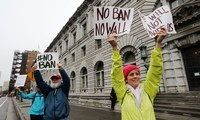 US administration to sue federal court over travel ban