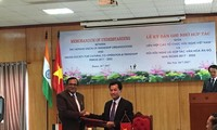 Vietnam, India ink MoU on friendship, cultural cooperation