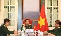 Vietnamese, Indian defense ministers hold talks