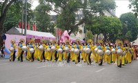 """Ao dai"" festival lures visitors in Hanoi"
