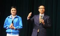 Vizepremierminister Vu Duc Dam und Minister führen Gespräch mit Studenten