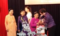 Vizestaatspräsidentin Nguyen Thi Doan trifft Heldenmütter und Kriegsversehrte