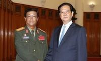 Premierminister Nguyen Tan Dung trifft den Chef des Generalstabs der laotischen Armee