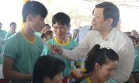 Staatspräsident Truong Tan Sang beglückwünscht Arbeiter in Ba Ria-Vung Tau