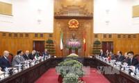 Premierminister Nguyen Xuan Phuc führt Gespräch mit Kuwaits Premierminister