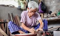 Die Herstellung von Saiteninstrumenten in Dao Xa