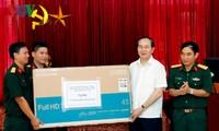 Staatspräsident Tran Dai Quang besucht bewaffnete Streitkräfte in Nghe An