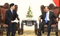 Premierminister Nguyen Xuan Phuc empfängt Leiter chinesischer Konzerne