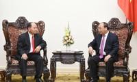 Premierminister Nguyen Xuan Phuc empfängt den laotischen Innenminister