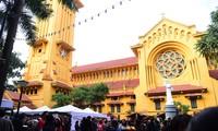Besuch in den Kirchen in Hanoi in der Weihnachtssaison