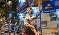 Ausländer in Vietnam freuen sich über die Stimmung des Neujahrsfestes Tet