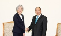 Premierminister Nguyen Xuan Phuc empfängt die südkoreanische Außenministerin