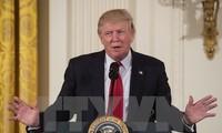 """US-Präsident Donald Trump unterzeichnet Dekret zur Beendigung der """"Null-Toleranz-Flüchtlingspolitik"""""""
