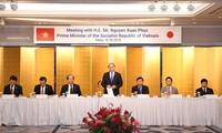 Premierminister Nguyen Xuan Phuc führt Gespräch mit führenden Unternehmen aus Japan