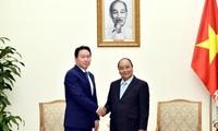 Premierminister Nguyen Xuan Phuc empfängt den Vorsitzenden des südkoreanischen Konzerns SK Group