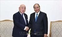Premierminister Nguyen Xuan Phuc empfängt den Sonderberater des japanischen Premierministers Isao Ijima