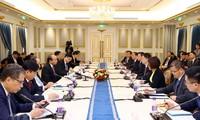 Premierminister Nguyen Xuan Phuc trifft führende chinesische Konzerne