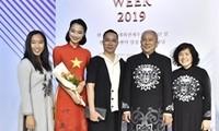 Eindruck der vietnamesischen Tracht Ao Dai bei der ASEAN-Woche 2019