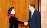 Parlamentspräsidentin Nguyen Thi Kim Ngan trifft den Vorsitzenden des Landeskomitees der PKKCV