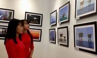 Buchpräsentation und Eröffnung der Fotoausstellung über Inselgruppe Truong Sa und den Wachturm DK1