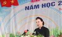 Parlamentspräsidentin Nguyen Thi Kim Ngan zu Gast beim neuen Schuljahr in Dong Thap