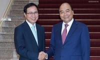 Premierminister Nguyen Xuan Phuc empfängt den Generaldirektor von Samsung Vietnam