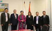 Vizeparlamentspräsidentin Tong Thi Phong trifft serbische Parlamentspräsidentin auf der IPU