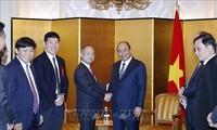 Premierminister Nguyen Xuan Phuc trifft den Generaldirektor des Konzerns Softbank