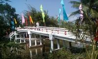 Die Bauern und die gemeinnützigen Brücke auf dem Land