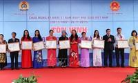 Auszeichnungsfeier für 183 vorbildliche Lehrer in Hanoi