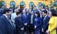 Vizestaatspräsidentin Dang Thi Ngoc Thinh trifft Delegation der Lehrer an Berufsschulen